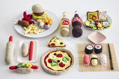 Fie's pakkekalender 2017 (part - KreaLoui Crochet Stitches Chart, Easy Crochet Patterns, Crochet Food, Crochet Crafts, Food Crafts, Diy And Crafts, Crochet Batman, Food Patterns, Mug Cozy