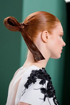 The Top Hair and Makeup Trends from New York Fashion Week - Spring 2015 Beauty Trends - Elle Carolina Herrera, Makeup Trends, Beauty Trends, Hair Trends 2015, Sleek Hairstyles, Creative Hairstyles, Medium Hairstyles, Wedding Hairstyles, Slicked Back Hair