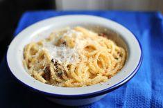 Az olasz szegény konyha receptjei a legjobbak, ilyen lesz ez is, amihez a maradék, kiszáradt kenyeret lehet úgy hasznosítani, hogy közben valami csodálatos jön létre.  Ez az étel is éppen annyi idő alatt készül el, amíg a tészta kifő, tipikusan azokra az esetekre való, amikor… Penne, Gnocchi, Ricotta, Macaroni And Cheese, Noodles, Ethnic Recipes, Food, Macaroni, Mac And Cheese