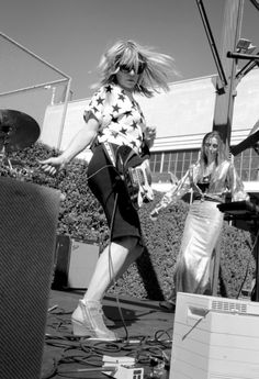 The standout passages in Sonic Youth singer Kim Gordon's new book, 'Girl In a Band,' are all about her personal style. Kim Gordon, Indie Pop, Famous Photographers, Cool Style, My Style, Punk Rock, Rock And Roll, Style Icons, Personal Style