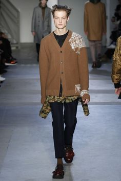 http://www.vogue.com/fashion-shows/fall-2017-menswear/no-21/slideshow/collection