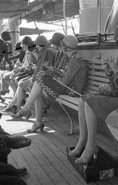 polish-vintage: Flappers on the boat to Capri, photo by Zofia Chomętowska Historical Clothing, Historical Photos, 1920 Clothing, Vintage Pictures, Vintage Images, 1920s Fashion Photography, Vintage Street Fashion, Flapper Girls, 1920s Flapper