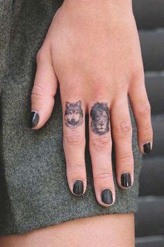 lion wolf finger tattoo aslan ve kurt parmak dövmesi