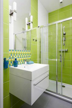 duschwände badezimmer grüne wandfliesen waschbeckenschrank