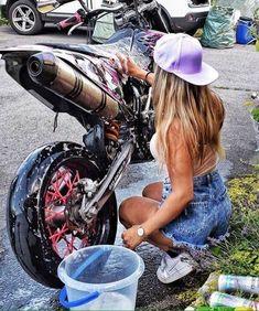 Mulher e Moto, a melhor combinação Scooter Motorcycle, Motorbike Girl, Lady Biker, Biker Girl, Ktm Dirt Bikes, Motocross Girls, Custom Sport Bikes, Offroad, Dirt Bike Girl
