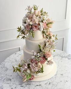 Sweet Table Wedding, Wedding Sweets, Fall Wedding Cakes, Amazing Wedding Cakes, Amazing Cakes, Pretty Cakes, Beautiful Cakes, Cake Tasting, Wedding Cake Inspiration