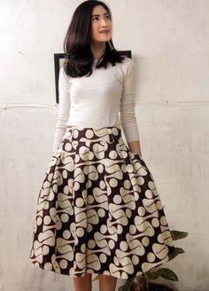 7 Gaya Pakaian Buatmu yang Nyaman Kaosan. Kaos Juga Bisa Tampak Cantik dan  Sopan! 29ca9264c0
