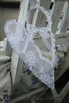 Nelly vintage home~I love these wired, lace hearts~❥