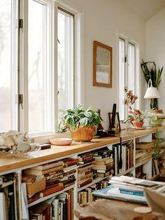 sweet home (Furniture Designs Living Room) Low Bookshelves, Book Shelves, Book Storage, Bookshelf Ideas, Long Low Bookcase, Homemade Bookshelves, Ikea Billy Bookcase, Cat Shelves, Art Storage