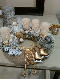 Simple And Popular Christmas Decorations; Christmas Decor DIY Source by marinadrugov Christmas Advent Wreath, Christmas Table Centerpieces, Handmade Christmas Decorations, Xmas Wreaths, Candle Centerpieces, Christmas Candles, Xmas Decorations, Christmas Crafts, Christmas Trends