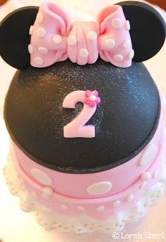 The Baking Sheet: Minnie Mouse Cake!
