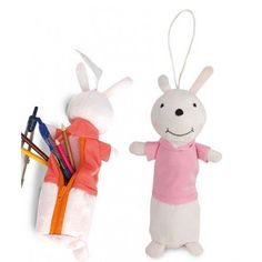 Detalles para niños: original estuche de peluche con forma de conejito. Una forma muy divertida de guardar los lápices y ceras de colores a la hora de ir a la guarde o al cole.