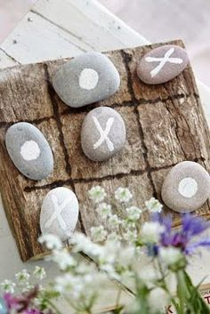 Tic-tac-toe made from rocks and driftwood. ::INSPIRATION:: use sea glass as markers Tic-tac-toe created from gems and driftwood. ::INSPIRATION:: use sea glass as markers Driftwood Mobile, Driftwood Art, Driftwood Beach, Beach Wood, Beach Crafts, Diy And Crafts, Crafts For Kids, Tic Tac Toe, Driftwood Projects