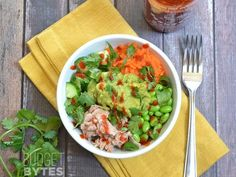 These super fresh Spicy Tuna Guacamole bowls are packed with protein, fiber, and flavor. A perfect lunch or light dinner during hte hot summer months.