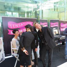 La modella e cliente affezionata al punto vendita Sensation Profumerie di Catanzaro esibisce il trucco ultimato e realizzato da Concettina Forastefano. La modella si sottopone all'attenzione e valutazione scupolosa del Make Up Artist di Givency, Dolce&Gabbana e Lancôme.