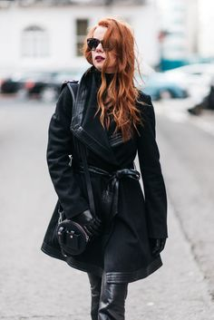 Julia Petit - Petiscos -casaco Nasty Gal -malha Uniqlo -calça Blank NYC -bolsa Alexander Wang -sapatos Gianvito Rossi para Farfetch -óculos Julia Petit para Chilli Beans