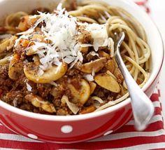 Veggie Bolognese - uses quorn mince & mushrooms Bbc Good Food Recipes, Veggie Recipes, Pasta Recipes, Veggie Meals, Bbc Recipes, Savoury Recipes, Dinner Recipes, Vegetarian Dinners, Vegetarian Recipes