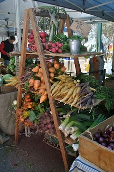 Summer market, the best place for fresh veggies. Be sure to check it out on Tuesdays during July and August at the Market Square Park.