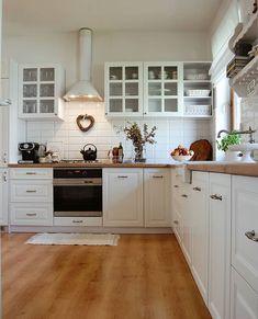 Home Decor Kitchen, Country Kitchen, Kitchen Furniture, Kitchen Interior, New Kitchen, Home Kitchens, Furniture Layout, Kitchen Layout, Kitchen Design