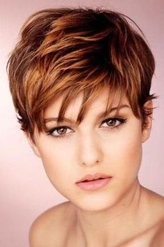 Moda anti-idade: 44 lindos cortes de cabelo curto ⋆ De Frente Para O Mar short haircuts – short haircut Related Trendy And Chic Bob Hairstyles For Women In 2019 - Page 46 of Texturizing Spray for Fine Haireasy to manage short hairstyles for fine hair Funky Short Hair, Short Hair With Layers, Short Hair Cuts, Short Hair Styles, Pixie Cuts, Short Choppy Layers, Short Bangs, Short Auburn Hair, Short Copper Hair