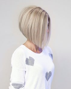 Extremely Popular Angled Bob Hairstyles 2019 - Page 17 of 34 - Lead Hairstyles Stacked Bob Hairstyles, Cool Hairstyles, Bob Haircuts, Short Hair Cuts, Short Hair Styles, Great Hair, Hair Today, Hair Dos, New Hair