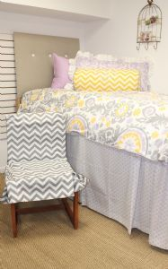 dorm bedding Love the Yellow and Grey Bedding