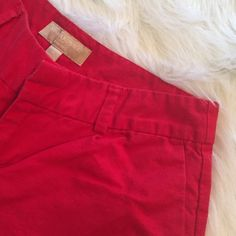 "Shorts ⭐️Red BR Ryan Fit Shorts⭐️In good condition⭐️They do need to be ironed⭐️Approximate measurements lying flat are: Waist 13 1/2"" & Inseam 3""⭐️55% Linen & 45% Cotton⭐️Machine Washable⭐️No TradesNo PayPal Banana Republic Shorts"