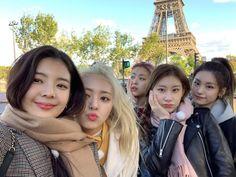 Kpop Girl Groups, Korean Girl Groups, Kpop Girls, Korean Girl Band, Line Friends, Girl Bands, New Girl, K Idols, South Korean Girls