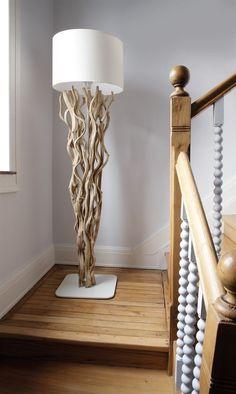 Lampe torsade en bois naturel