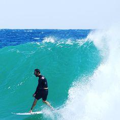 Parko taking a huge barrel at Snapper last year ! #surf #surfer #surfing #surfers #summer #snapperrocks #goldcoast #nikon #mynikonlife #sea #ocean #waves #surfphotography @joelparko by olivier_rachon_photography