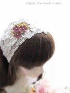 I like the wide lace headband