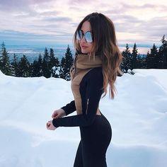 Imagem de snow, girl, and winter Winter Mode Outfits, Winter Fashion Outfits, Autumn Winter Fashion, Ski Outfits, Snow Outfits For Women, Outfit Winter, Winter Snow Outfits, Winter Wear, Poses Modelo