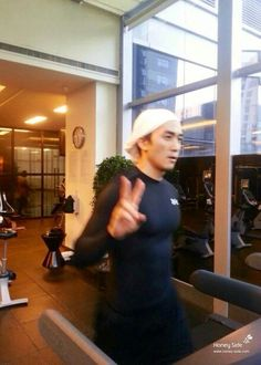 SSH gettin that exercise in 🏃 Song Seung Heon, Autumn Tale, East Of Eden, Summer Scent, Drama, Korean Wave, Happy Together, Tomorrow Will Be Better, Man In Love