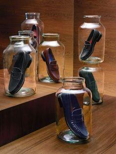 Nice and simple shoe store design, design shop, shoe shop, display design, Visual Merchandising Displays, Visual Display, Retail Windows, Store Windows, Shoe Display, Display Design, Display Ideas, Design Shop, Shoe Store Design