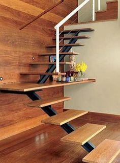 escada vazada com espaço aproveitado