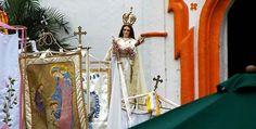 Celebración de la Candelaria en Tlacotalpan, Veracruz. Cada año, los habitantes de Tlacotalpan se visten de rojo y salen a las calles para admirar el lento paso de su imagen patrona: la Virgen de la Candelaria. ¡Conoce los pormenores de esta singular fiesta!