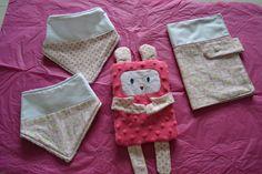 coffret naissance fille bavoirs doudou protège carnet : Jeux, peluches, doudous par lescreationsdeptitbouchon62