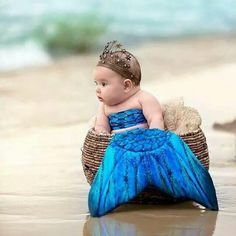 Baby mermaid - beach - baby photography - the Lilly mermaid Cute Little Baby, Cute Baby Girl, Little Babies, Halloween Bebes, Baby Halloween Costumes, Diy Halloween, Beautiful Children, Beautiful Babies, Beach Baby Photography