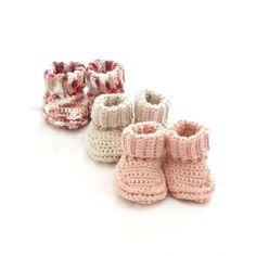 Stricken Baby :Mary Maxim - Free Knit or Crochet Baby Booties Pattern - Free Patterns - Pattern. Crochet Baby Booties, Knit Or Crochet, Crochet For Kids, Crochet Crafts, Yarn Crafts, Crochet Projects, Free Crochet, Knitted Baby, Crochet Socks