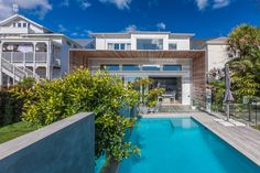 The site of this villa drops away steeply from the road, across the surface of an old lava flow. Mount Eden, Eden Park, Lava Flow, Entrance Hall, Atrium, Modern Contemporary, Bungalow, Family Room, Villa