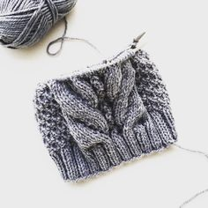 «Just another knitted hat on its way.. #cablemist #dropsdesign #dropsnepal #yarn #cableknit #strikkelue #hat #handknit #knittersofig #knitstagram…»