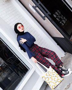 So im loving this tartan pants from btw disana open reseller juga Outfits With Converse, Dope Outfits, Grunge Outfits, Fashion Outfits, Converse Style, Women's Fashion, Modern Hijab Fashion, Street Hijab Fashion, Plaid Fashion