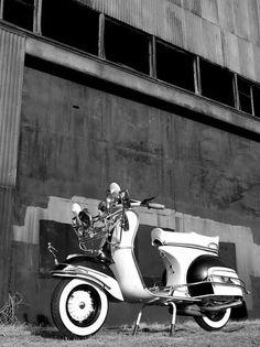 Classic Black and White | Vespa