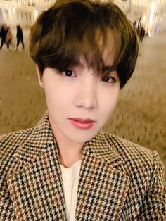 Jung Hoseok is so handsome that I want to break Weverse's rules ㅠㅠ Jimin, Vlive Bts, Gwangju, Jung Hoseok, South Korean Boy Band, Korean Boy Bands, Jikook, Mixtape, Fanfiction