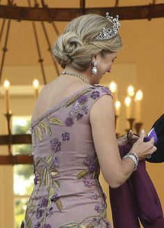 Kingdom Of The Netherlands, Tiara Hairstyles, Dutch Royalty, Queen Maxima, Sari, Celebrities, Dresses, Windsor, Bordeaux