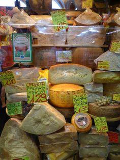 Padova markt kaas , Italy ~ wow, I'd love to send a wheel of Parmesean back home ....