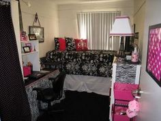 Dorm Room Decorating - cute idea, love it! This is a real size dorm room know what to expect when you enroll in college and decided to live on campus...Makes your room at home not so bad after all, right?