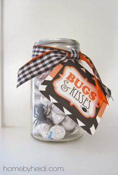 Halloween Gift Ideas (Home by Heidi) I just LOVE a good excuse to give small gifts of love! Here is what I created with a little ribbon, plastic spiders and ohhhhhhh so yummy Candy KISSES! While at TARGET, I ran into these DARLING jars. Halloween Wedding Favors, Theme Halloween, Halloween Goodies, Holidays Halloween, Halloween Treats, Halloween Diy, Happy Halloween, Halloween Decorations, Halloween Teacher Gifts