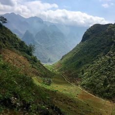 Happy Friday Tribe! We're heading into the weekend with dreams of hiking through the Highlands of Hà Giang Vietnam :)   What adventures do you have planned for the weekend?  #etktribe #etktravels #vietnam #weekendadventures