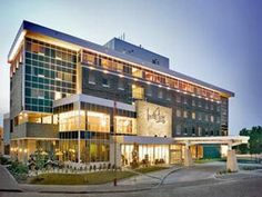Winnipeg (MB) Inn at the Forks Canada, North America Located in Winnipeg City Center, Inn at the Forks is a perfect starting point from which to explore Winnipeg (MB). The property features a wide range of facilities to make your stay a pleasant experience. Take advantage of the hotel's free Wi-Fi in all rooms, 24-hour front desk, facilities for disabled guests, express check-in/check-out, luggage storage. Comfortable guestrooms ensure a good night's sleep with some rooms feat...